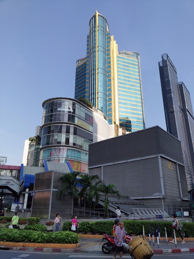 《曼谷自由行Day5》邦芭茵夏宮、大城船面午餐、大城大蝦市場、瑪哈泰寺樹中佛、大城夜市、柴瓦塔那蘭寺